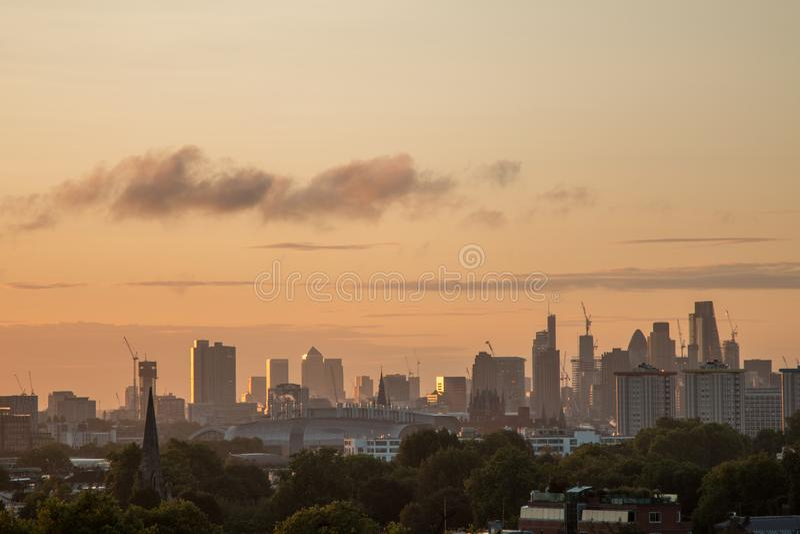De Horizon van Londen van Sleutelbloemheuvel wordt gezien die stock fotografie
