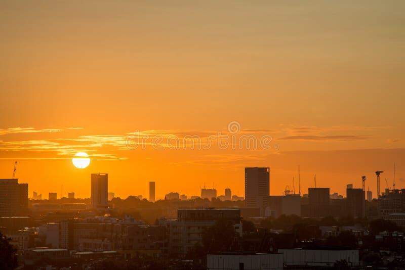 De Horizon van Londen van Sleutelbloemheuvel wordt gezien die stock foto's