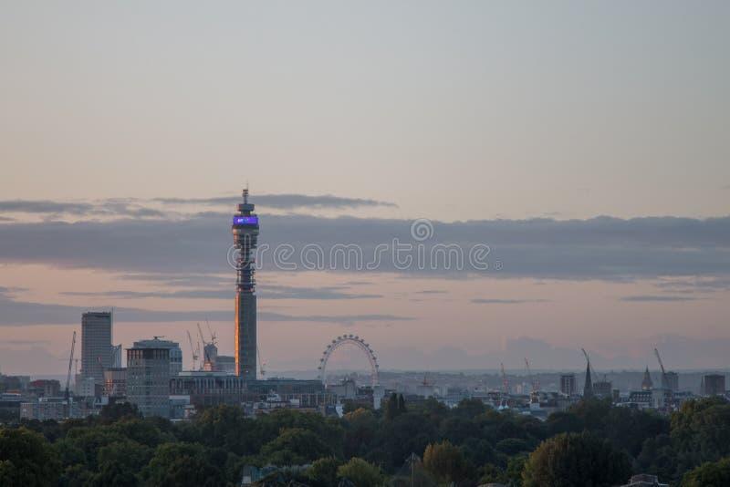 De Horizon van Londen van Sleutelbloemheuvel wordt gezien die stock afbeeldingen