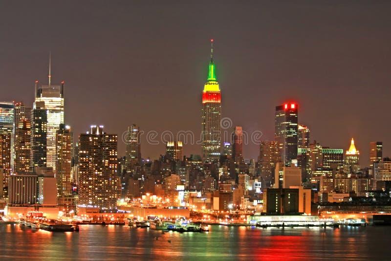 De Horizon van Manhattan bij Kerstavond stock foto