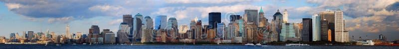De horizon van Manhattan met wolk stock afbeelding