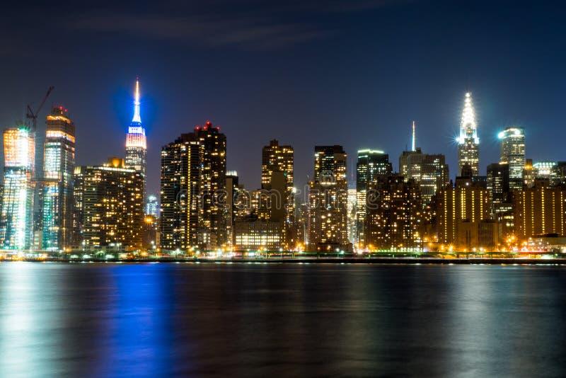De Horizon van Manhattan, New York bij Nacht stock afbeeldingen