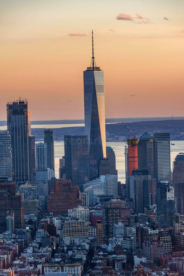 De horizon van Manhattan van hierboven bij de zonsondergang, de Stad van New York stock fotografie