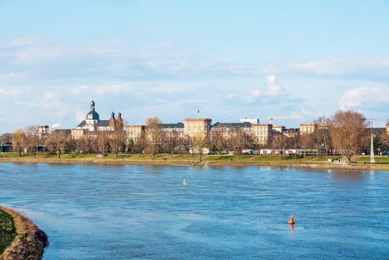 De Horizon van Mannheim met Kasteel stock afbeelding