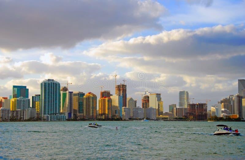 De horizon van Miami bij zonsondergang stock afbeeldingen