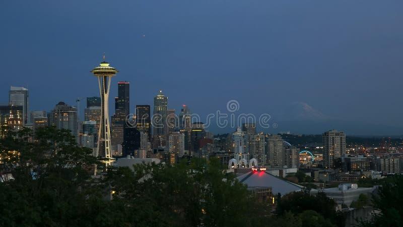 De horizon van de nachtstad van Seattle, Washington royalty-vrije stock foto