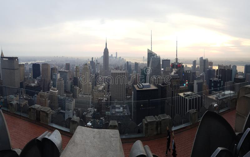 De Horizon van New York - Bovenkant van de Rots royalty-vrije stock afbeeldingen