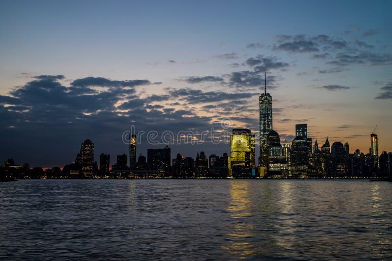 De Horizon van New York in Dawn royalty-vrije stock foto's