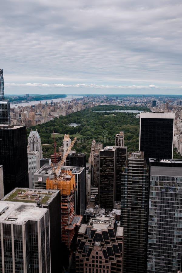 De horizon van New York van Manhattan en centraal park zoals die van een hoog punt als satellietbeeld wordt gezien stock afbeelding