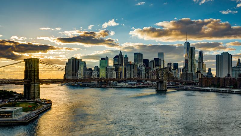 De Horizon van New York met de Brug Hudson River Manhatten van Brooklyn dur stock foto's
