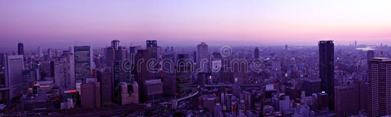 De horizon van Osaka bij zonsondergang royalty-vrije stock afbeelding