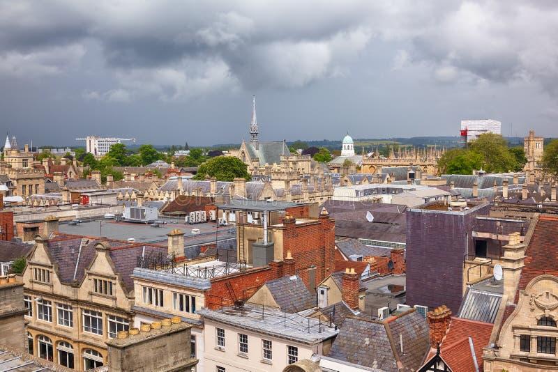 De horizon van Oxford zoals die vanaf de bovenkant van Carfax-Toren wordt gezien De Universiteit van Oxford engeland stock fotografie