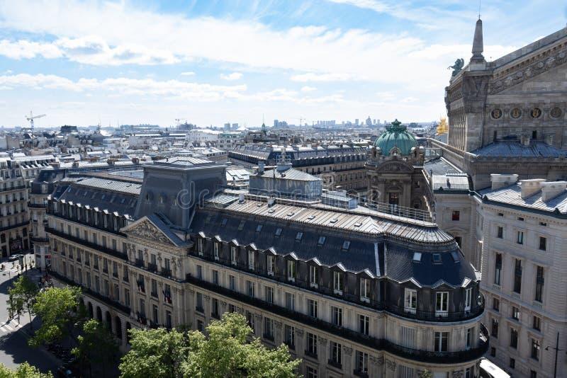 De horizon van Parijs van een dak hoogste bar stock fotografie
