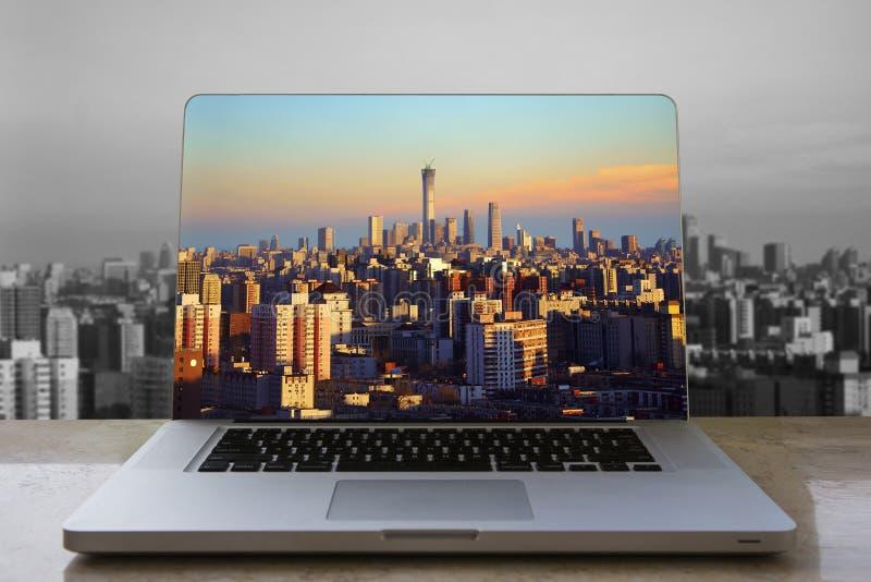 De horizon van Peking in laptop computer royalty-vrije stock foto