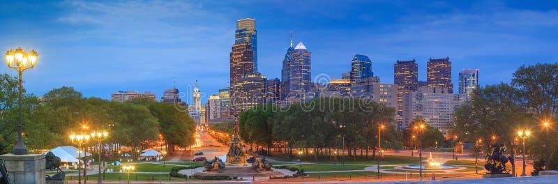 De Horizon van Philadelphia bij Nacht stock foto