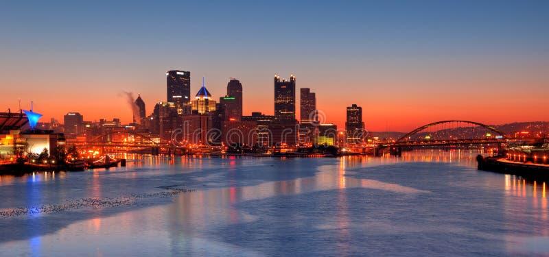 De Horizon van Pittsburgh bij Nacht royalty-vrije stock afbeelding