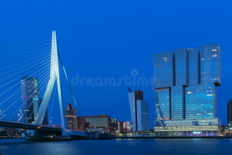 De horizon van Rotterdam stock afbeeldingen