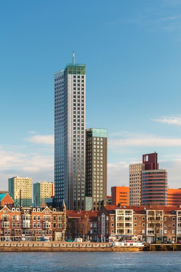 Download De Horizon Van Rotterdam Met Huizen En Wolkenkrabbers Stock Foto - Afbeelding bestaande uit bestemming, nederlands: 29503898