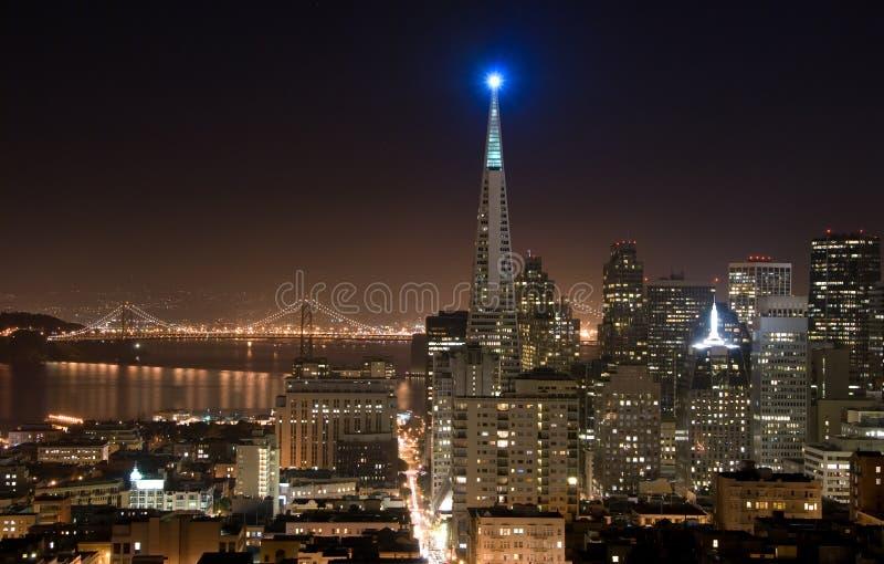 De horizon van San Francisco (nacht) stock afbeeldingen