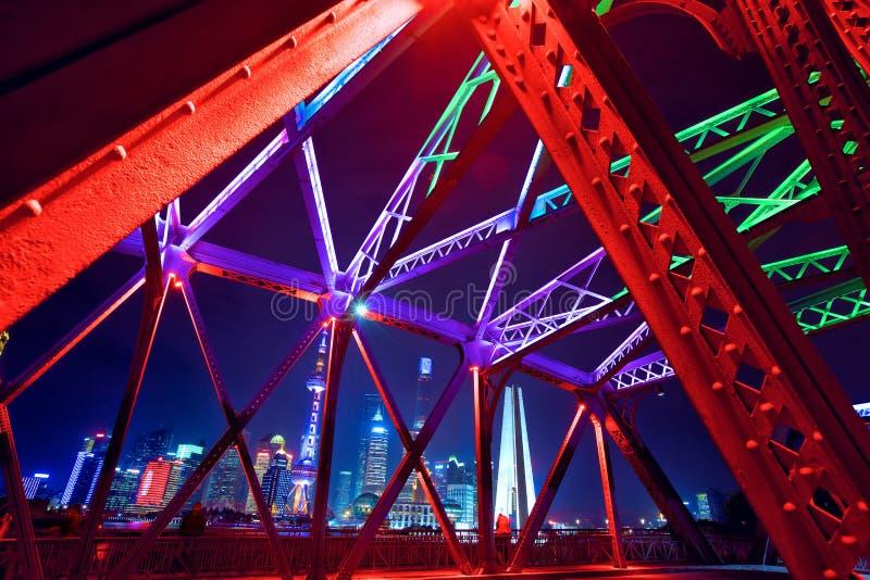 De horizon van Shanghai over Tuinbrug royalty-vrije stock fotografie