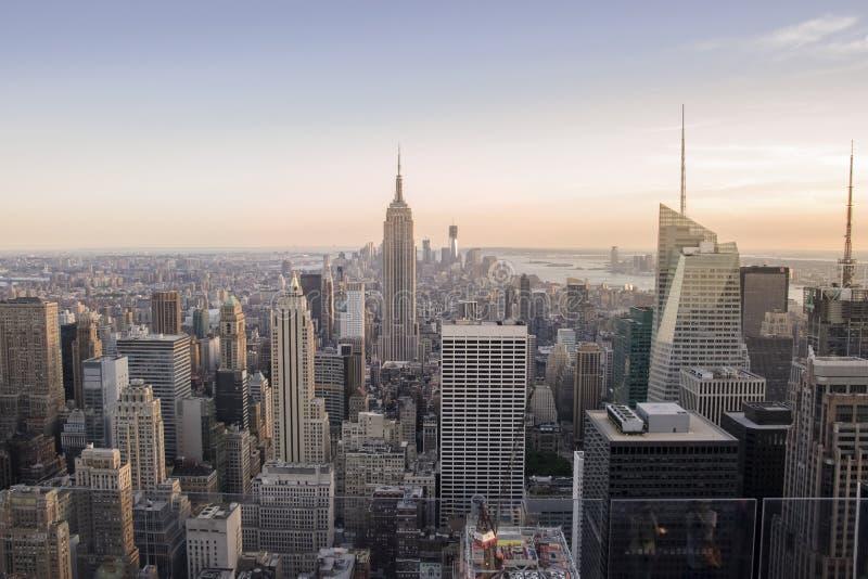 De horizon van de Stadsmanhattan van New York bij zonsondergang, mening vanaf Bovenkant van de Rots, Rockfeller-Centrum, Verenigd royalty-vrije stock fotografie