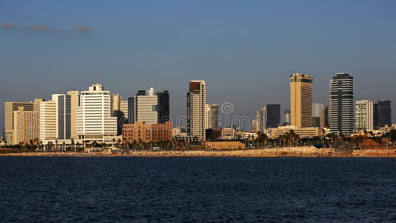 De horizon van Tel Aviv en waterkant, Israël stock foto