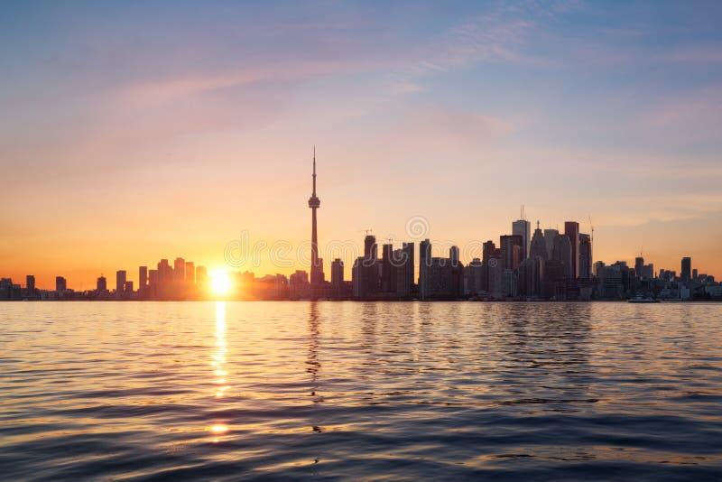 De Horizon van Toronto bij Zonsondergang royalty-vrije stock foto's