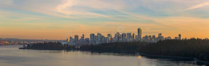 De Horizon van Vancouver BC Canada langs Stanley Park bij Zonsondergang royalty-vrije stock foto