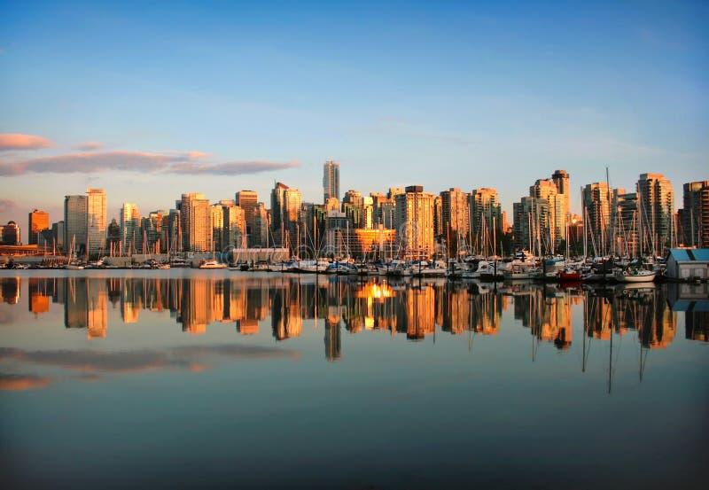 De horizon van Vancouver bij zonsondergang stock foto's