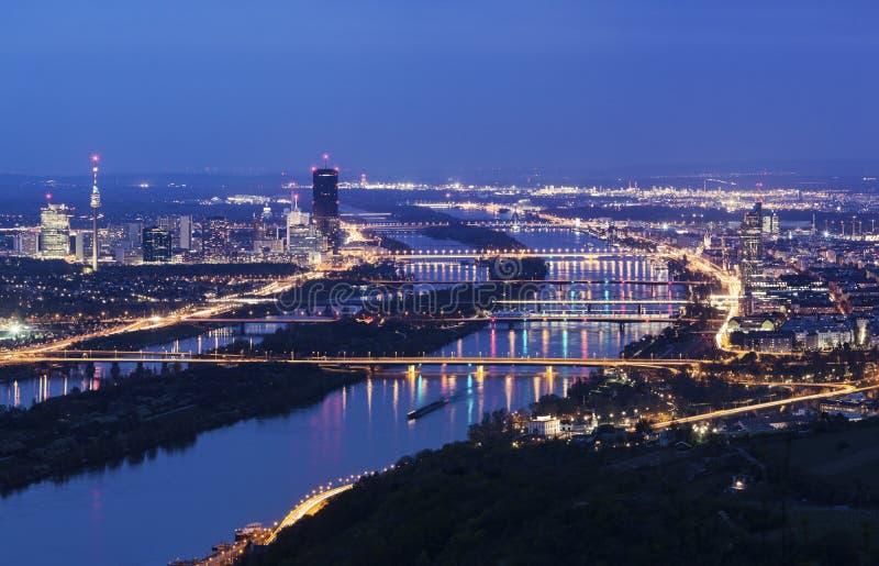 De horizon van Wenen en de Rivier van Donau stock afbeeldingen