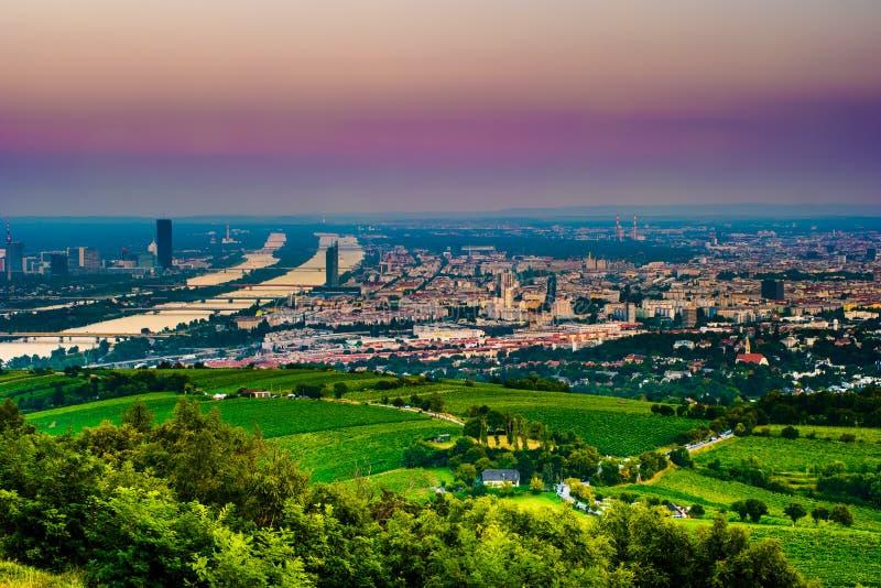 De horizon van Wenen en de Rivier van Donau Wenen, Oostenrijk stock foto
