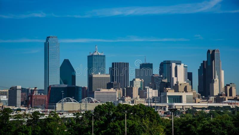 De Horizoncityscape van de binnenstad van de Metropool van Dallas Texas met Highrises en Bureaugebouwen op Nice Sunny Day royalty-vrije stock foto's