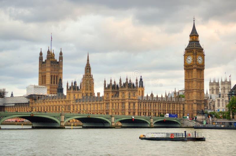 De Horizonlandschap van Londen met Big Ben, Paleis het Oog van van Westminster, Londen, de Brug van Westminster, Rivier Theems, L royalty-vrije stock fotografie