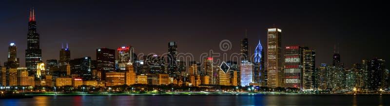 De horizonmening van Chicago, nacht stock afbeeldingen