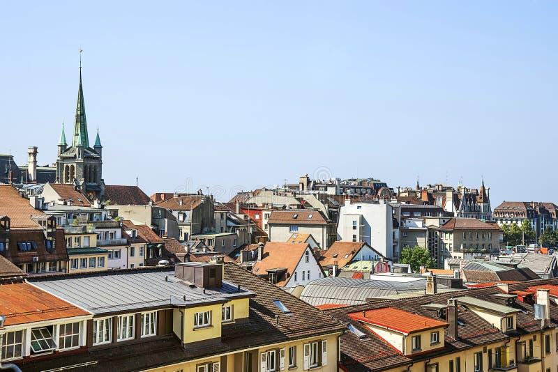 De horizonmening van Lausanne aan het Meer van Genève in de zomer in Zwitserland stock afbeeldingen