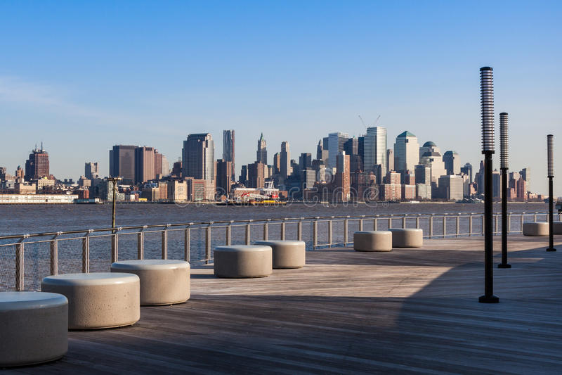 De horizonmening van New York - van Manhattan van waterkant Hoboken stock foto