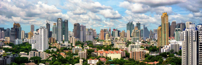 De horizonpanorama van Bangkok stock foto