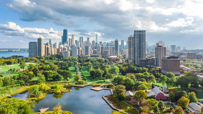 De horizonsatellietbeeld van Chicago van hierboven, meer Michigan en stad van de wolkenkrabberscityscape van de binnenstad van Ch royalty-vrije stock fotografie