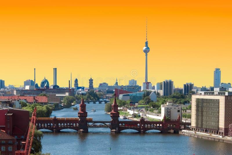 De horizonzonsondergang van Berlijn royalty-vrije stock afbeeldingen