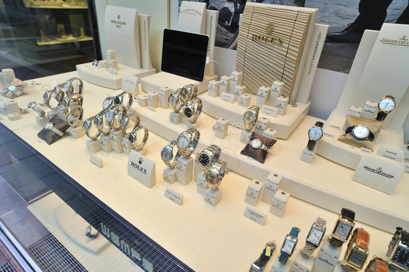 De horloges van Rolex in showcase stock foto