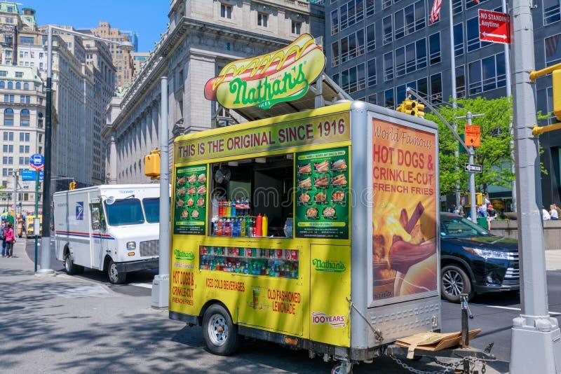 De hotdogkar van Nathan in lager Manhattan, NYC royalty-vrije stock foto