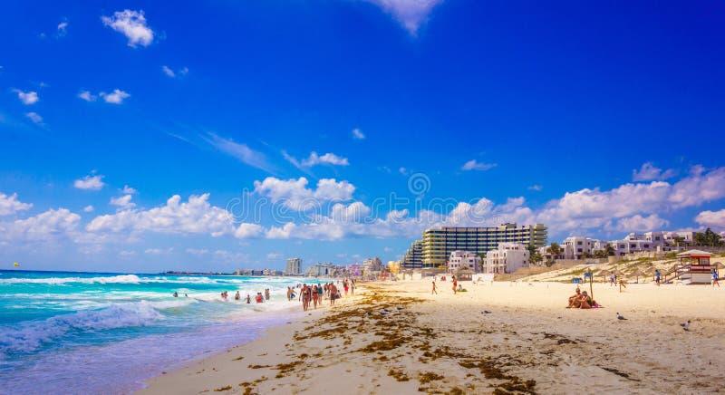 De Hotels van het Cancunstrand stock afbeeldingen