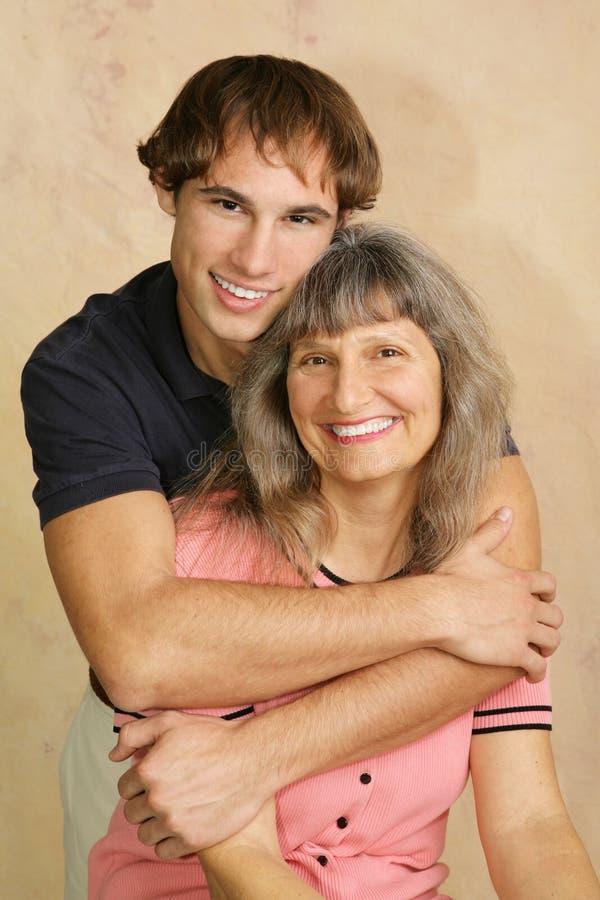De houdende van Verticaal van het Mamma & van de Zoon royalty-vrije stock foto's