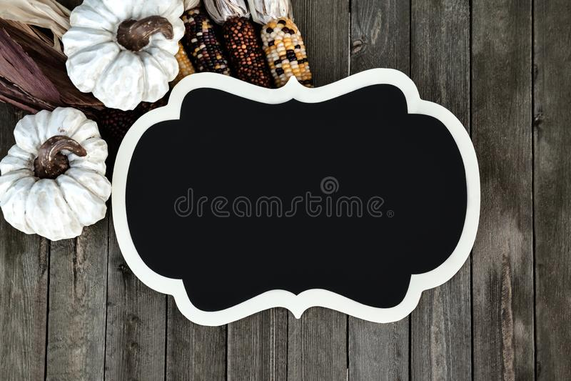 De Houten Achtergrond van Autumn Decor With Mockup On voor Seizoenvakantie royalty-vrije stock foto's