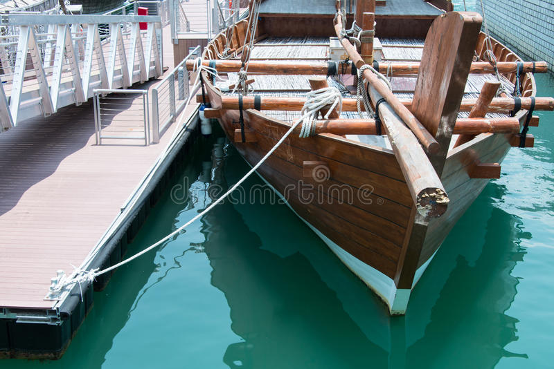 De houten Boot van het Zeil stock fotografie