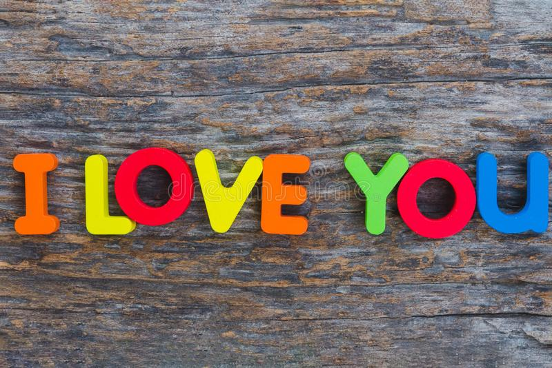 De houten brief kwam in woord I Liefde u stock fotografie
