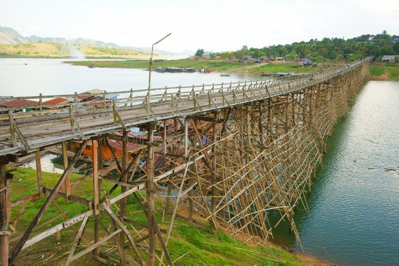 De houten brug van Saphan mon stock afbeeldingen