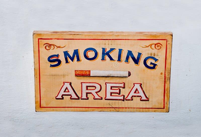 De houten doos van het Teken het roken gebied royalty-vrije stock afbeelding