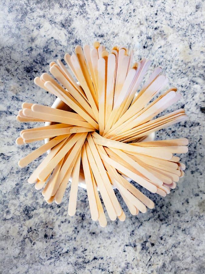 De houten koffie beweegt stokken vervangt plastic stro royalty-vrije stock fotografie