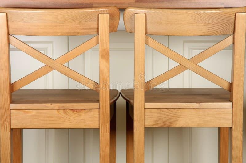 De houten teller van de Barkruk en van de keuken stock afbeeldingen